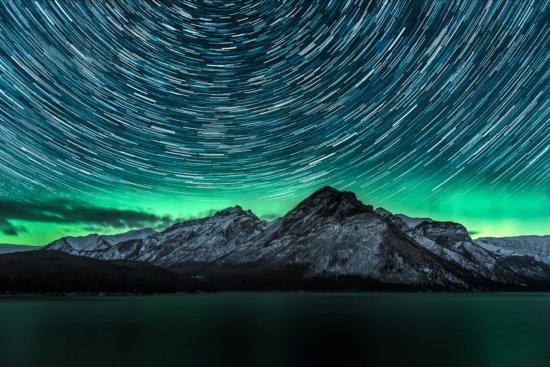 A proper northern light welcome show with the starry night in Alberta, CA