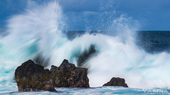 Photographing waves on overcast day, Laupāhoehoe Beach Park, Big Island, Hawaii by Varina Patel