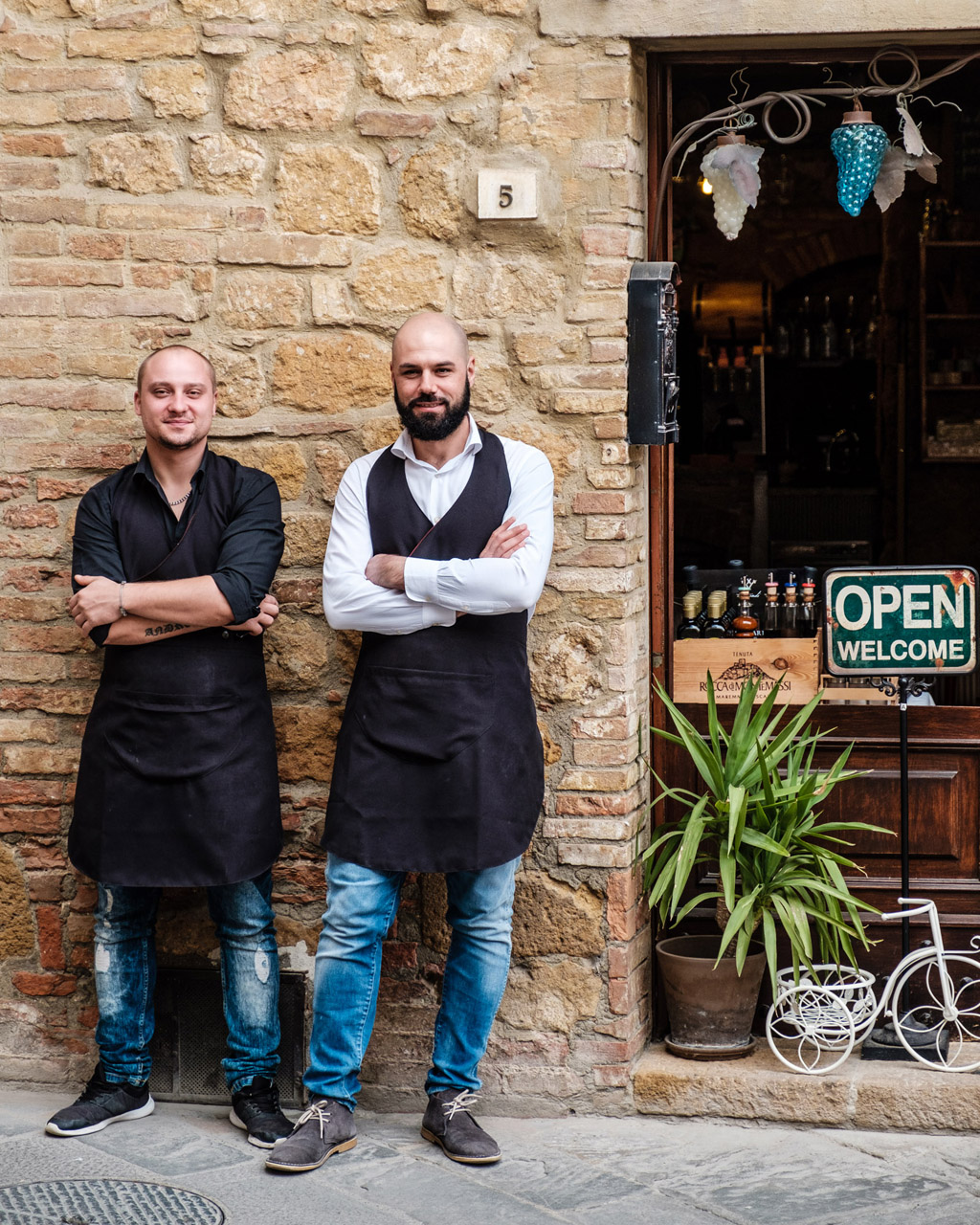 Photographing Tuscany - Waiters at a restaurant in Pienza