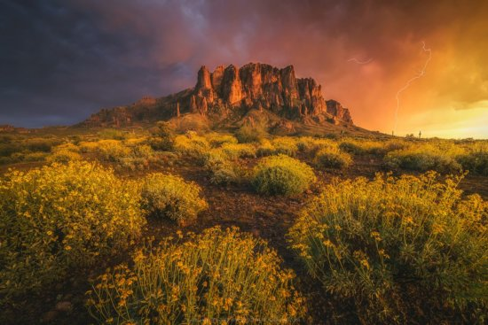 Landscape photography in bad weather at Storm at Superstition Mountains