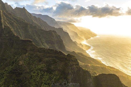 Typical landscape photo of Hawaiian coastline