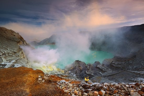 Travel photography at Indonesia's Kawah Ijen by Jessy Eykendorp