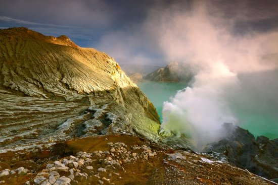 Travel photography at golden hour at Ijen Crater by Jessy Eykendorp