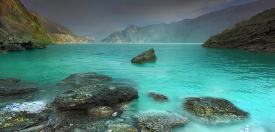 Color of Ijen Crater Lake, Indonesia