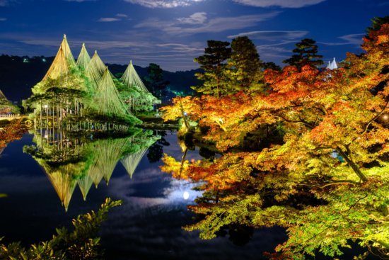 Night photography at Kenrokuen, Kanazawa, Japan by Ugo Cei