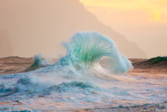 Cover for nature photography blog post about shooting waves by Lace Andersen