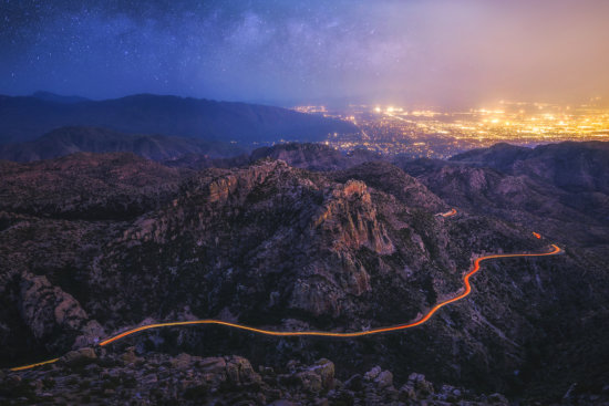 Creating leading lines with long exposure photography and car lights by Peter Coskun